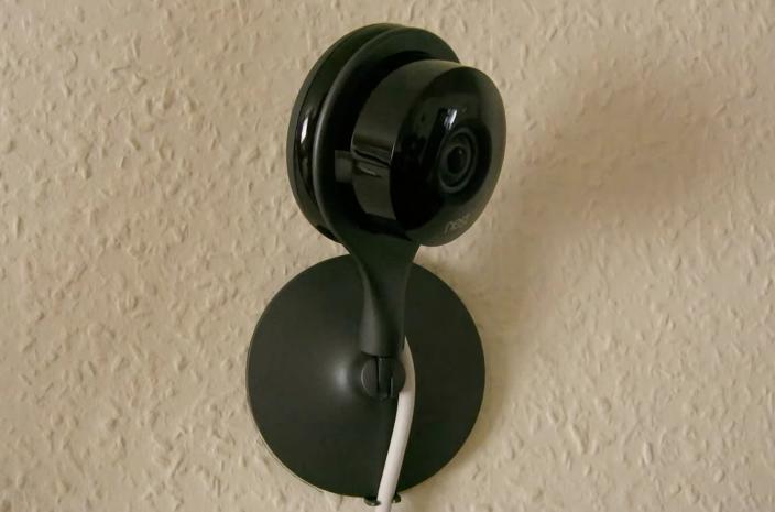 Nest Cam - telecamera di videosorveglianza IP - montata sul muro